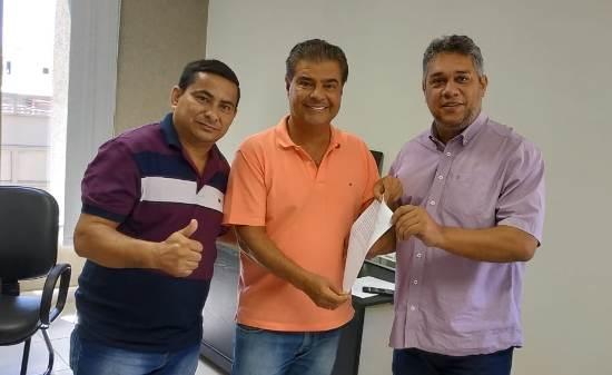 Vereador Xetinho e Marquinhos solicitam emenda de 1 milhão ao senador Nelsinho Trad para pavimentação no Bairro Costa e Silva