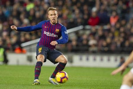 Arthur sofre lesão na coxa e desfalca o Barcelona por até quatro semanas