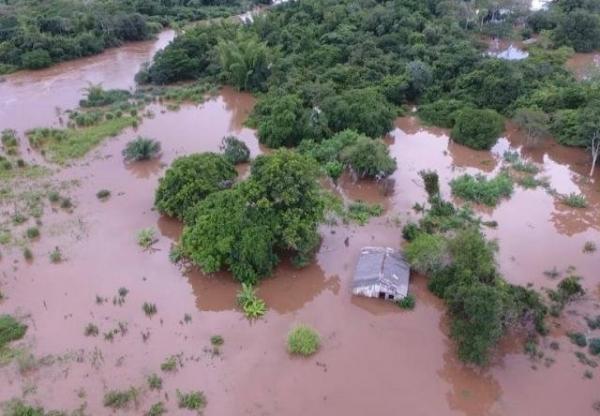 Seis metros acima do normal, 18 famílias já foram retiradas de perto do Rio Apa