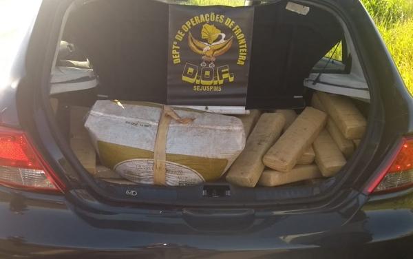 DOF apreende 156 quilos  de maconha em carro roubado