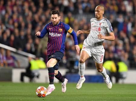 Barcelona faz três no Liverpool com show de Messi e se aproxima da final