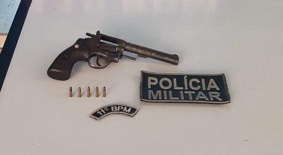 Polícia Militar prende homem por Porte Ilegal de Arma de Fogo, durante policiamento em Nioaque