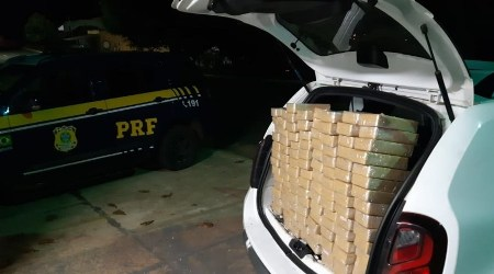 PRF apreende 120 quilos de cocaína  em porta malas de veículo