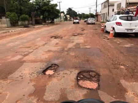 Vereador Hemerson Buiu pede Operação Tapa Buraco na Rua Barão do Ladario