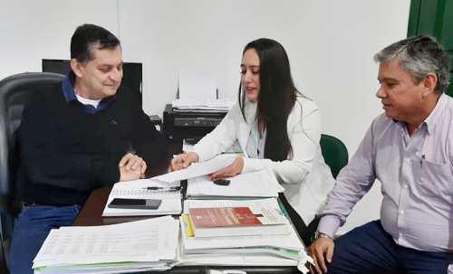 Vereadora Fabrizia Tinoco cobra implantação do piso salarial dos professores