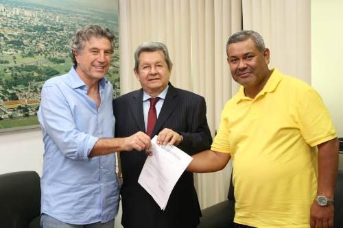 Onevan e Hemerson Buiú apresentam requerimentos a Murilo Zauith