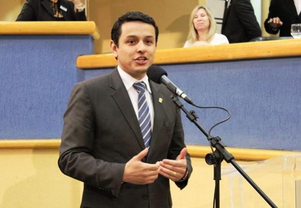 Elizeu Dionizio encerra semana legislativa com dois projetos aprovados e 67 indicações