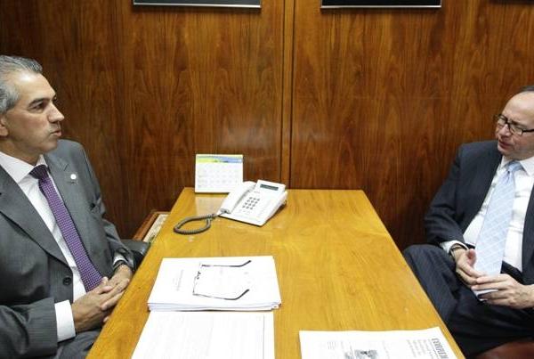 Reinaldo se encontra com embaixador do Paraguai de olho na fronteira